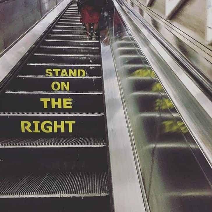 Scale mobili in una stazione della metropolitana di Londra
